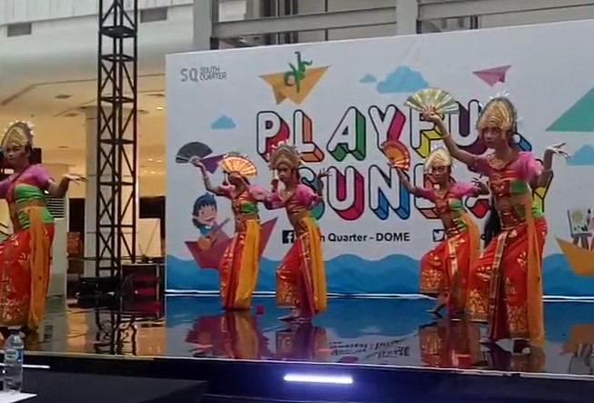 Playfull Sunday Performance: Tari Kembang Girang